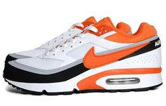 A classic model has returned again, with a brightly stylish palette that's perfectly-timed for summer. The Nike Air Classic BW Textile White/Team Orange-Black features the timeless design predominantly comprised of white leather, with plenty of Air Max Classic, Air Max Sneakers, Sneakers Nike, Nike Air Max Ltd, Kicks Shoes, Nike Joggers, Orange Shoes, Air Max 1, Nike Basketball