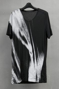 Black and white t-shirt | Top | Blur