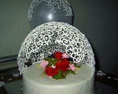 Options jewelry or finished masterpieces - icing cake decorating - they add the exclusivity - Forum Grad Sweet Cakes, Cute Cakes, Royal Icing Cakes, Fiesta Cake, Cake Piping, Chocolate Decorations, Cake Decorating Techniques, Elegant Cakes, Cake Tutorial