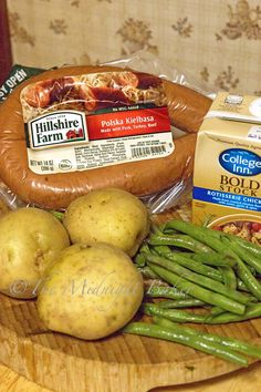 Kielbasa, green beans and potatoes and onion come together to make this tasty and simple casserole. Dump it all in your slow cooker set it and forget it! Sausage Potatoes Green Beans, Crockpot Sausage And Potatoes, Cooking Ham In Crockpot, Kielbasa And Potatoes, Beans And Sausage, Crock Pot Potatoes, Crockpot Dishes, Crockpot Recipes, Cooking Steak