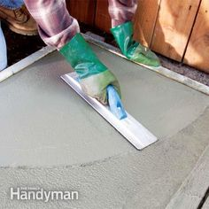 We'll show you the tools and techniques you need to get a smooth concrete finishing using a concrete float and concrete trowel. Pouring Concrete Slab, Poured Concrete Patio, Concrete Block Walls, Smooth Concrete, Concrete Overlay, Concrete Countertops, Concrete Patios, Concrete Tools, Concrete Pad
