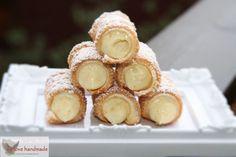 Blätterteig mit Zucker, knusprig gebacken und gefüllt mit einer Patissier-Crème.  Was für ein Gedicht. Der Geschmack nach Butter und karamellisiertem Zucker, frisch aus dem Ofen, eine pure Ve…