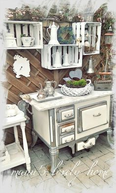 White kitchen vignette White kitchen vignette The post White kitchen vignette appeared first on Landhaus ideen. Beautiful White Stylish White Kitchen Design IdeasThe Secret to Making White Kitchen Appliances Look ChicHow to Make Best White Kitchen Shabby Chic Sofa, Shabby Chic Homes, Shabby Chic Style, Shabby Chic Decor, All White Kitchen, Diy Kitchen, Vintage Kitchen, Kitchen Decor, Kitchen Display