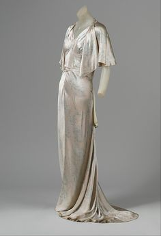 Evening Ensemble 1929, French, Made of silk- a lot of Maneoan fashion is reminiscent of the 20s