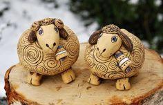Keramický beránek keramika keramické ovečka ovečky keramická beránci z keramiky keramičtí keramický beránek Clay Animals, Art Club, Clay Projects, Piggy Bank, Terracotta, Art For Kids, Sheep, Diy And Crafts, Polymer Clay