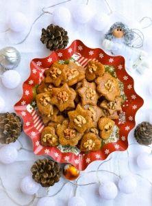 Ešte stále hľadáte recept na vianočné medovníčky anenašli ste ten pravý? Tak dajte STOP hľadaniu receptov na tie najmäkšie anajlepšie medovníčky! Dnes vám posielame presne také – super zdravé medovníčky týchto Vianoc, ktoré zachutia azavoňajú všetkým. ;) Christmas Is Coming, Muffin, Breakfast, Food, Morning Coffee, Essen, Muffins, Meals, Cupcakes