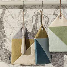 Manique et gant cuisine en coton organique Triangle Ferm Living
