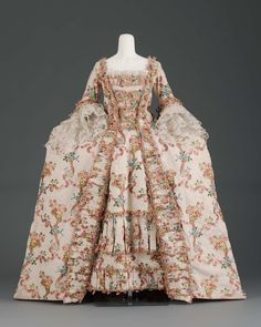 Blonde, a-b pair of sleeve ruffles each with three flounces; c and d two fragments (pinned to dress:43.1643a).