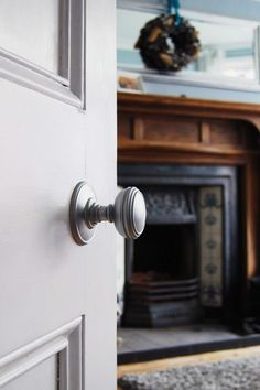 With so many doors around our house in a complete state of disrepair, it was inevitable that we'd be sharing a door make over with you sooner or later. Our Internal Door Handles, Black Door Handles, Internal Doors, Interior Door Knobs, Black Interior Doors, Interior Paint, Victorian Door, Edwardian House, 1930s House Interior