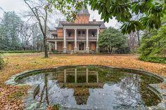 Bon Haven In Spartanburg, SC Is Being Demolished - Historic South Carolina Homes Abandoned Property, Old Abandoned Houses, Abandoned Buildings, Abandoned Places, Old Houses, Abandoned Castles, Vintage Houses, Beautiful Buildings, Beautiful Homes