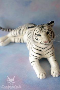 White tiger Needle felting by SaniAmaniCrafts #needlefelted #SaniAmaniCrafts