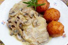 Gombás- tejszínes hús gombóccal Baked Potato, Potatoes, Meat, Chicken, Baking, Ethnic Recipes, Food, Potato, Bakken