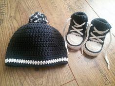 Szydełkowe trampki i czapka:]