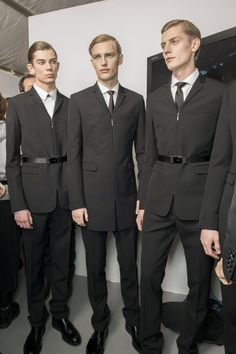 Dior Homme AW13 - ¡Oh, por Dior! I dare you to wear a suit like these ones. Confidence and attitude required.