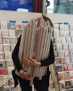 für jeden Anlass habe ich schon mal. . . . #muttertag #muttertagsgeschenk #geschenkspapier #geschenke #grusskarte #grusskarten #grußkarten #grußkarte #mama #mütter #zeitfürmama #intupaper #liebe #liebeist #mamaliebe #papierfachhandel #papierliebe #papier #buchhandlungintu #farbenfroh #farben #blumen #farbenmix #farbenwunder #ornamente Fingerless Gloves, Arm Warmers, Paper, Crochet, Paper Mill, Present Wrapping, Stationery, Girlfriends, Craft