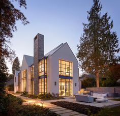 Contemporary farmhouse exterior design reflects the whole type of the space and the tradition. And these Mediterranean farmhouse exterior are fantastic examples for how to create a home designed. Modern Farmhouse Design, Modern Farmhouse Exterior, Modern House Design, Rustic Farmhouse, Farmhouse Style, Loft Design, Farmhouse Ideas, Rustic Wood, Architecture Résidentielle