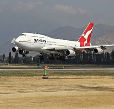 Qantas Boeing 747-438 Cargo Aircraft, Military Aircraft, 747 Jumbo Jet, 747 Airplane, Australian Airlines, Boeing 707, Best Airlines, Air New Zealand, Work Family