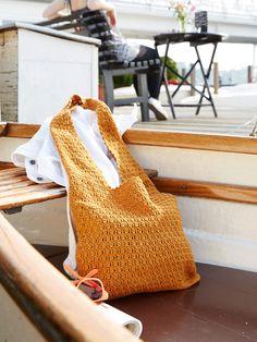 Handtuch, Badesachen, Lieblingsbuch - in der praktischen Schultertasche ist Platz für alles was wir diesen Sommer brauchen, wenn wir