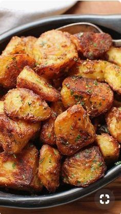 Best Crispy Roast Potatoes Ever Recipe The Best Crispy Roast Potatoes Ever Recipe,Rezepte The Best Roast Potatoes Ever Recipe Easy Appetizer Recipes, Healthy Dinner Recipes, Cooking Recipes, Roast Recipes, Chicken Recipes, Snacks Recipes, Keto Recipes, Dishes Recipes, Healthy Potato Recipes