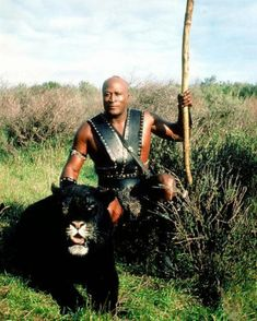 John Amos & tiger buddy Ruh in The Beastmaster Fantasy Sword, Fantasy Warrior, Sci Fi Fantasy, Conan Movie, Movie Tv, Beastmaster Movie, John Amos, Marc Singer, Black Actors