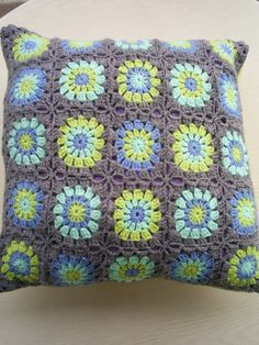 circle in square cushion, with grey colour around, by riavandermeulen via Flickr