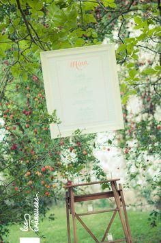 Mariage champêtre en extérieur. Menu. ©Les crâneuses, wedding planner & designer.