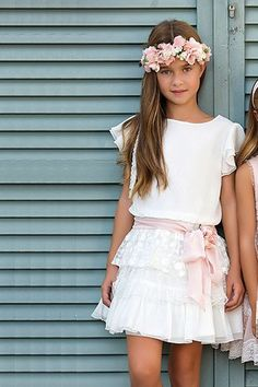 Vestidos de arras y celebraciones para niñas Little Girl Fashion, Toddler Fashion, Kids Fashion, Little Girl Dresses, Girls Dresses, Flower Girl Dresses, Communion Dresses, Diy Dress, Kind Mode