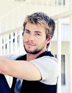 Gorgeous Chris Hemsworth.