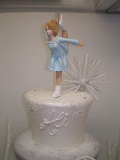 Frost and snow Ice Skating Cake, Ice Skating Party, Skate Party, Green Nails, Toot, Birthday Parties, Party Ideas, Cakes, Disney Princess