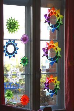 Weihnachten mit den Kindern falten: Fensterdekoration #wohnen #diy #weihnachten #dekoration