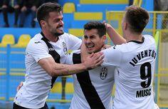 Încă din primele etape ale sezonului s-a văzut limpede că Juventus nu are adversar pe măsură în Liga 2 și va promova fără