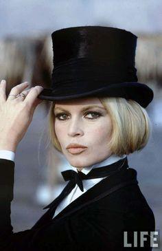Brigitte Bardot in menswear-inspired look Brigitte Bardot, Bridget Bardot, Divas, Star Francaise, Vanessa Redgrave, Beautiful People, Beautiful Women, Catherine Deneuve, Classic Beauty