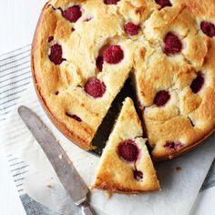 raspberry and ricotta cake. Delicious Deserts, Yummy Food, Torte Cake, Sweets Cake, No Bake Pies, Tasty Bites, Fancy Cakes, Dessert Recipes, Desserts