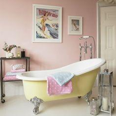 badezimmer design möbel weiblich badewanne pastellfarben gelb