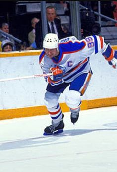 Wayne Gretzky Ice Hockey Players, Nhl Players, Hockey Boards, Wayne Gretzky, Edmonton Oilers, Nfl Fans, Montreal Canadiens, Detroit Red Wings, Hockey Stuff