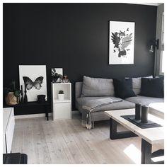 Back to black! Our black art prints look stunning on it, don't you think? www.peopleoftomorrow.no _______________________________ #poster #artprint #art #wallart #wallcandy #poftart #black #dempetsort #jotunlady #autumn #fall #artist #design #interior #scandinavianhome #scandinavianinterior #boligpluss #boligplussminstil #nordic #nordichome #home #livingroom #livecre..