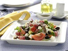Ensalada de lechuga con ahumados y un ¡Psst! de Carbonell ;) ¡Mmm! Plastic Cutting Board, Kitchen, Blog, Lettuce Salads, Cooking Tips, Cooking, Kitchens, Blogging, Cuisine