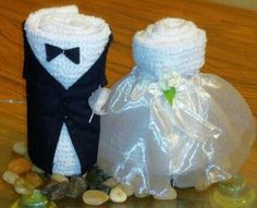 Bride and Groom Towel Cakes Inspiration *No instructions available Bridal Shower Games, Bridal Shower Decorations, Wedding Decorations, Wedding Crafts, Wedding Favors, Wedding Towel Cakes, Towel Origami, Towel Animals, Towel Crafts
