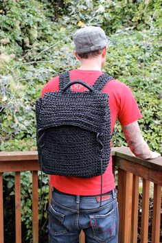 Paracord Backpack, 550 Cord Backpack. Looks to be a crochet double crochet stitch.