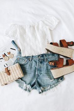 Pinterest/ meganwilcox1 Off Shoulder Top Outfit Summer, Summer Crop Top Outfits, White Crop Top Outfit, Spring Outfits, Jeans Outfit Summer, Fashion Teens, Fashion Mode, Fashion Outfits, Womens Fashion
