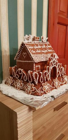 Gingerbread Houses, Christmas Crafts, Desserts, Food, Tailgate Desserts, Deserts, Meals, Dessert, Yemek