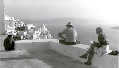 #Old #Santorini  Photo by: aktida.blogspot.gr Wolves And Women, Santorini Island, Greek Islands, Old Photos, Past, Greece, The Incredibles, Memories, Times