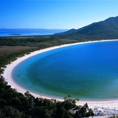 Wineglass Bay, Tasmania - Places to see in Australia on our 1 year road trip! Melbourne, Sydney, Places To Travel, Places To See, Travel Destinations, Time Travel, Travel Around The World, Around The Worlds, Reserva Natural