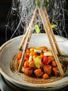 Presenting Cantonese cuisine with a flair, Mandarin Oriental Jakarta launches the new restaurant Li Feng: http://www.luxuryfacts.com/index.php/sections/article/4964