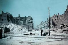 """Steine und Zerstörung: Newman nannte dieses Bild aus dem Jahr 1946 """"Leipziger Straße"""", aber vermutlich hat er sich dabei getäuscht. Wo das Bild stattdessen aufgenommen wurde, ist allerdings nicht bekannt. Foto: Cecil F. S. Newman © Stadtmuseum Berlin"""