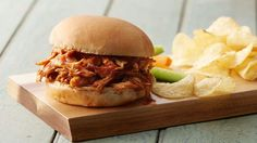 Slow-Cooker pulled pork with root beer sauce Pulled Pork Recipe Slow Cooker, Pulled Pork Recipes, Crock Pot Slow Cooker, Crock Pot Cooking, Slow Cooker Recipes, Crockpot Recipes, Cooking Recipes, Nyc