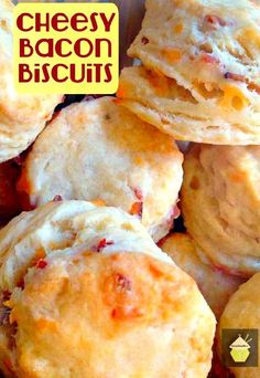 These are a lovely light and fluffy biscuit with amazing … Cheesy Bacon Biscuits. These are a lovely light and fluffy biscuit with amazing flavors! Great served warm with your favorite chili, stew or simply on their own! Biscuit Bread, Biscuit Recipe, Good Food, Yummy Food, Tasty, Great Recipes, Favorite Recipes, Croissants, Bread Baking