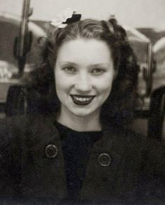 ** Vintage Photo Booth Picture ** Young woman with a beautiful smile. ca. 1940s