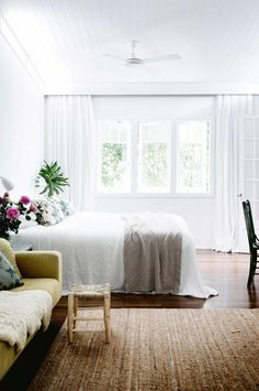 14 Trendy Bedroom Design and Decor Ideas for Your Next Makeover - The Trending House Airy Bedroom, Trendy Bedroom, Dream Bedroom, Bedroom Decor, Bedroom Curtains, Serene Bedroom, Airy Rooms, Bedroom Ideas, White Bedrooms