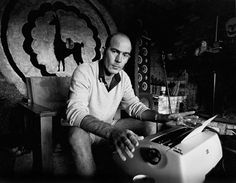 Hunter S. Thompson at work in his ranch in Aspen, 1976 / Photos of writers and their typewriters